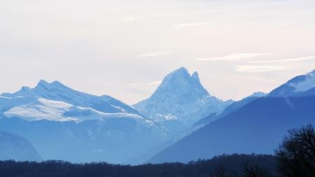 A wonderful view of the Pic du Midi d'Ossau from the Cru Lamouroux – Jurançon
